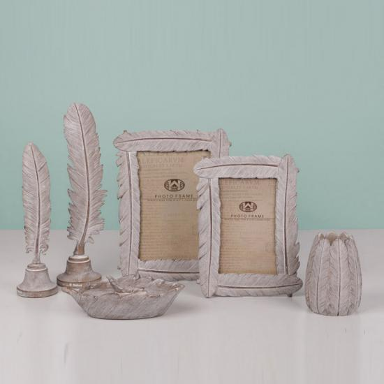 feather photo frame